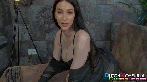 Tight Pussy Desiree Masturbating online show