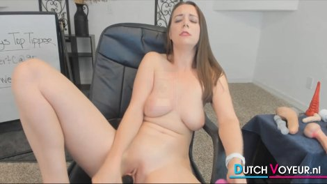 Beautiful Babe Flashes Her Huge Tits and Ass On Cam
